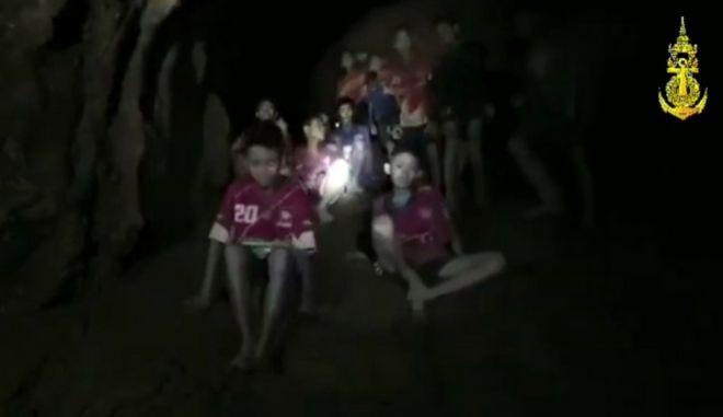 Σώα βρέθηκαν τα 12 αγόρια και ο προπονητής τους στην Ταϊλάνδη