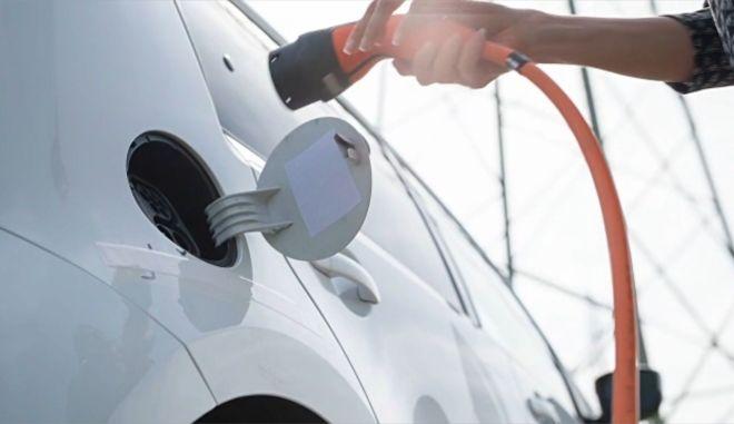 Ηλεκτροκίνητα αυτοκίνητα: Απειλούν τους εργαζόμενους των αυτοκινητοβιομηχανιών;