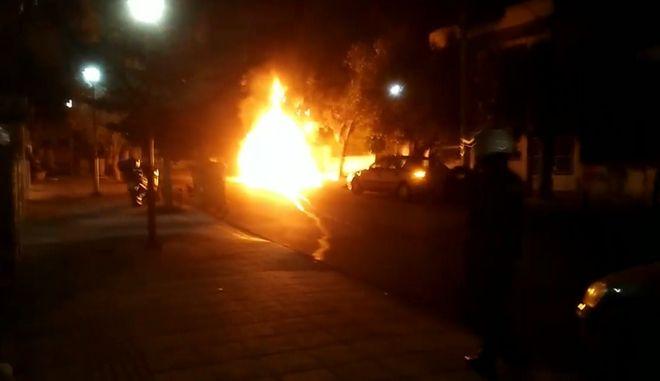 Έκρηξη και φωτιά σε αυτοκίνητο εκδότη στην Αγία Βαρβάρα