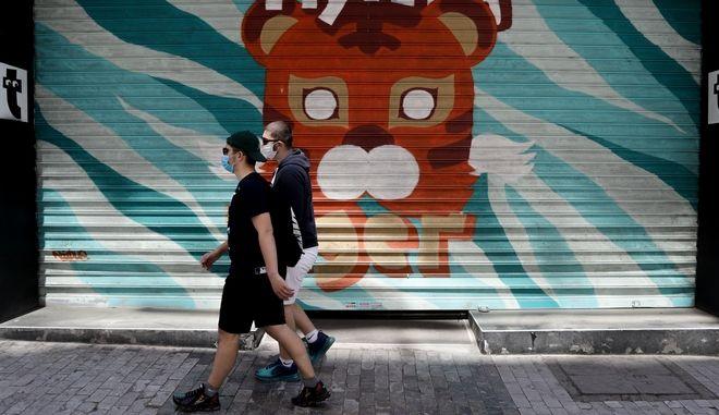 Άνδρες με μάσκες στην Αθήνα