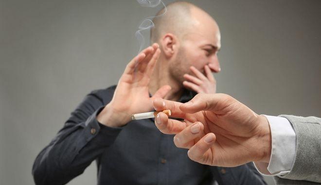 Ιδιαίτερα επιβλαβές θεωρείται και το παθητικό κάπνισμα