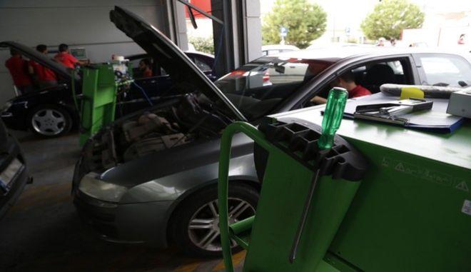 Τεχνκός έλεγχος οχημάτων σε ΚΤΕΟ της Αθήνας