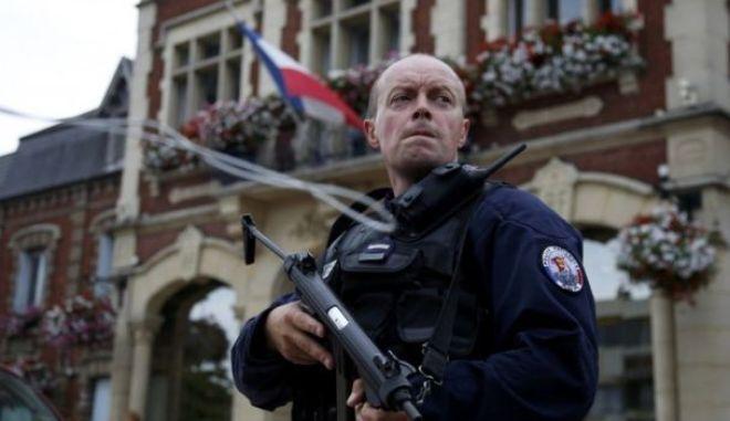 Ομηρία σε εκκλησία στη Γαλλία: Ένοπλοι έσφαξαν τον ιερέα της ενορίας