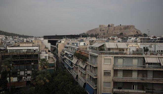 Πολυκατοικίες κάτω από την Ακρόπολη