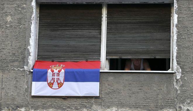 Κάτοικοι κλεισμένοι στα σπίτια τους στη Σερβία