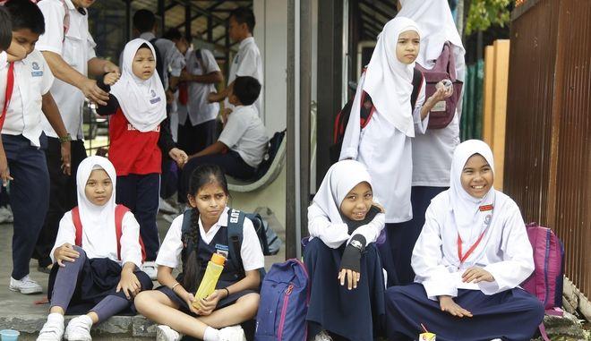 Στη Μαλαισία η νόμιμη ηλικία γάμου είναι τα 18 έτη, όμως οι μουσουλμάνοι κάτω των 16 ετών μπορούν να παντρευτούν αν λάβουν έγκριση από το θρησκευτικό συμβούλιο