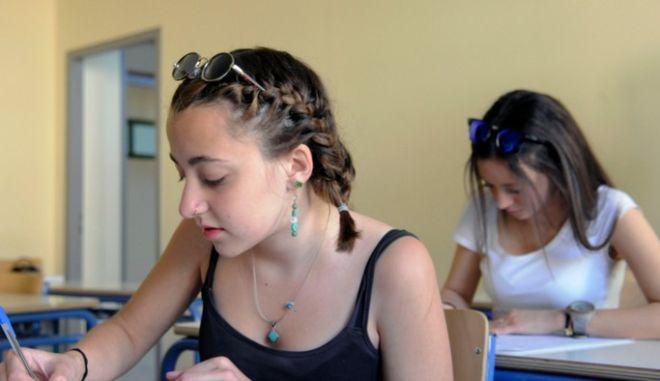 Πανελλήνιες 2015: Οι απαντήσεις στα θέματα της Νεοελληνικής Γλώσσας