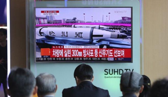 Νέους διηπειρωτικούς πυραύλους επέδειξε η Βόρεια Κορέα