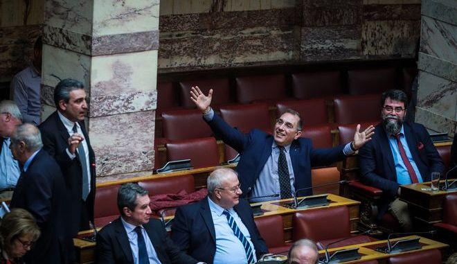 Ο βουλευτής των ΑΝΕΛ Αριστείδης Φωκάς εξηγεί την απουσία του από την ψηφοφορία για το νομοσχέδιο για το ΑΣΕΠ