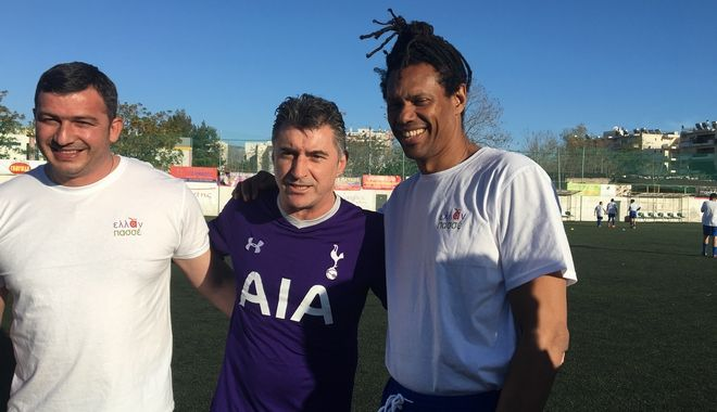 Ο Ντανιέλ Μπατίστα και ο Θοδωρής Ζαγοράκης στον αγώνα ποδοσφαίρου της ΝΔ με το Σύνδεσμο Ρομά