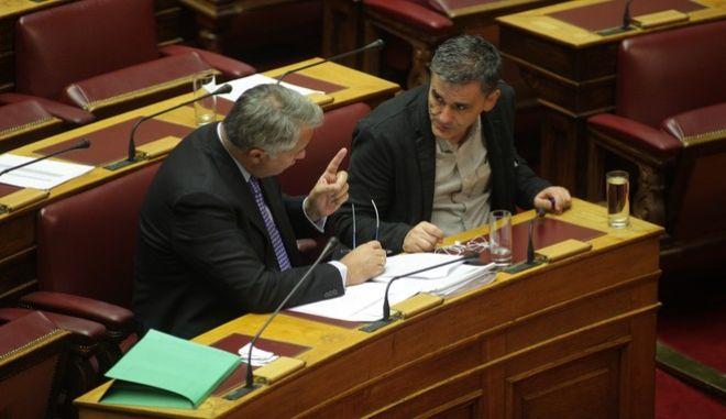 Στιγμιότυπο από τη Βουλή με τους Τσακαλώτο - Βορίδη