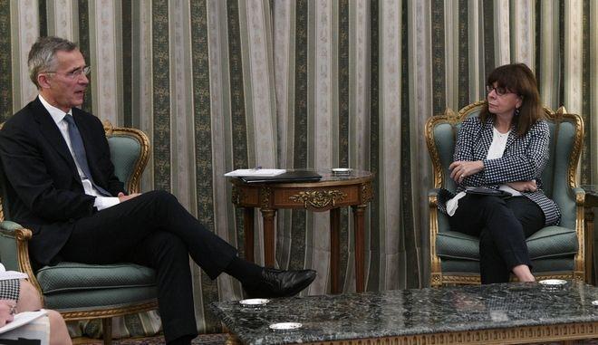 Από τη συνάντηση της Κατερίνας Σακελλαροπούλου με τον Γενς Στόλτενμπεργκ.