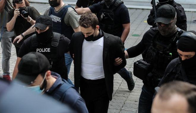 O Μπάμπης Αναγνωστόπουλος οδηγείται σε εισαγγελέα και ανακριτή