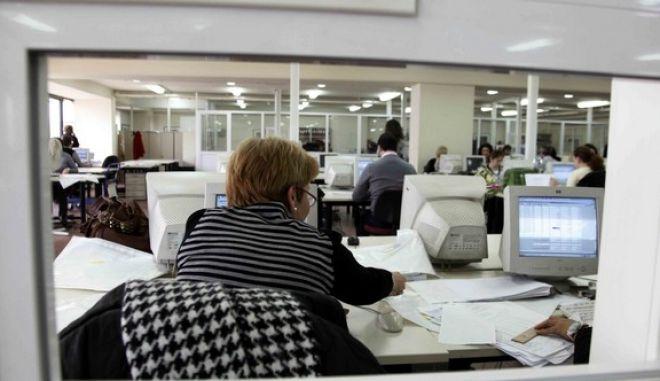 Στιγμιότυπο απο την παρουσίαση του νέου ηλεκτρονικού συστήματος συνταγογράφησης φαρμάκων του ΙΚΑ,σήμερα Τρίτη 16 Μαρτίου 2010 / Υπάλληλοι του οργανισμού (EUROKINISSI / ΧΑΣΙΑΛΗΣ ΒΑΪΟΣ)