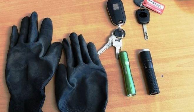 Τα εργαλεία που βρέθηκαν στην κατοχή των συλληφθέντων