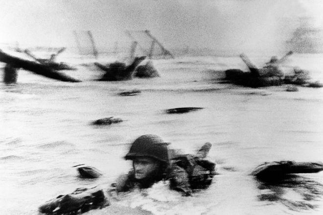 Μία εικόνα 1000 λέξεις: Ο στρατιώτης που πέφτει