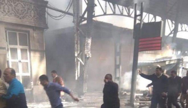 Φωτιά σε σιδηροδρομικό σταθμό στο Κάιρο
