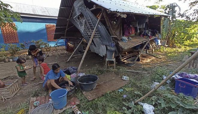 Σαρωτικό το πέρασμα του τυφώνα Φανφόν στις Φιλιππίνες