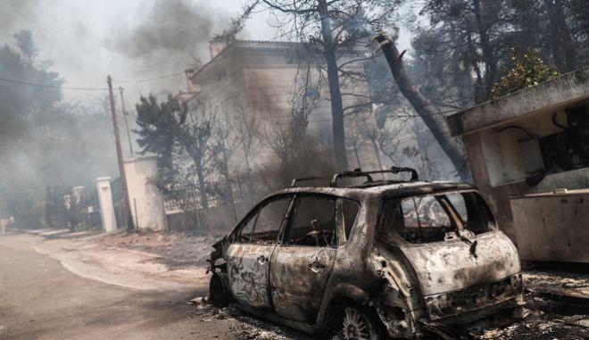 Φωτιά σε Σταμάτα, Ροδόπολη, Διόνυσο: Είκοσι σπίτια παραδόθηκαν στις φλόγες