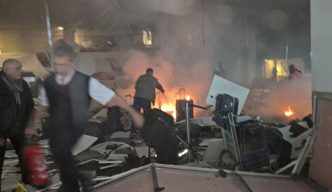 Βρυξέλλες: Γεμάτη καρφιά η βόμβα στο αεροδρόμιο. Το ISIS ανέλαβε την ευθύνη