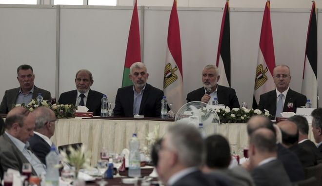 From left to right, top Fatah official in Gaza Ahmed Hellis, Hamas official, Mahmoud Al-zahar, Hamas leader in the Gaza Strip Yahya Sinwar, head of the Hamas political bureau Ismail Haniyeh, and Palestinian Prime Minister Rami Hamdallah, during a meeting in Gaza City, Tuesday, Oct. 3, 2017.(AP Photo/ Khalil Hamra)