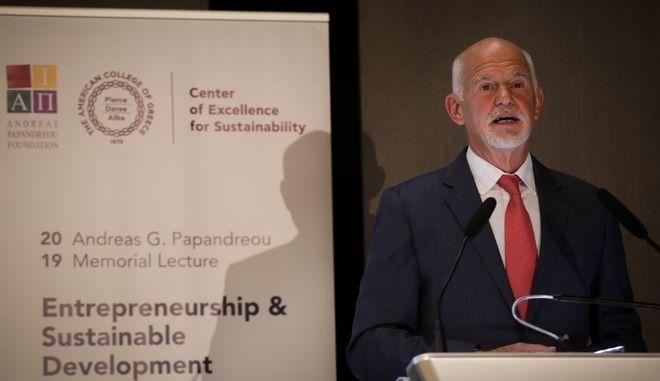 Ο πρώην πρωθυπουργός Γιώργος Παπανδρέου στην εκδήλωση του ιδρύματος Ανδρέα Παπανδρέου