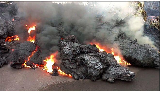 Λάβα από το ηφαίστειο Κιλαουέα της Χαβάης, φτάνει στον δρόμο, 7 Μαΐου 2018