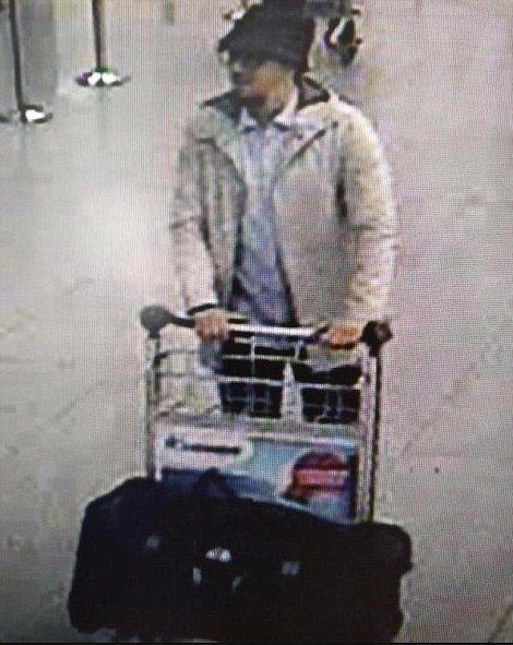 Εκρήξεις στις Βρυξέλλες: Στις αποσκευές τους μετέφεραν τις βόμβες οι τρεις ύποπτοι για το χτύπημα στο αεροδρόμιο