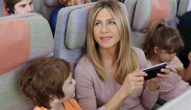 Αεροπορικές τρολάρουν την απαγόρευση ηλεκτρονικών συσκευών σε πτήσεις