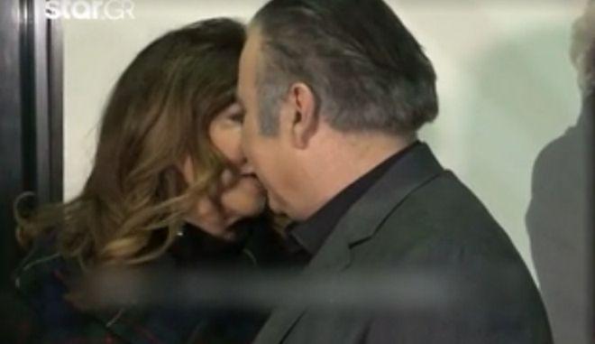 Η Μιμή Ντενίση, το μυστικό και το φιλί με Λάκη Λαζόπουλο
