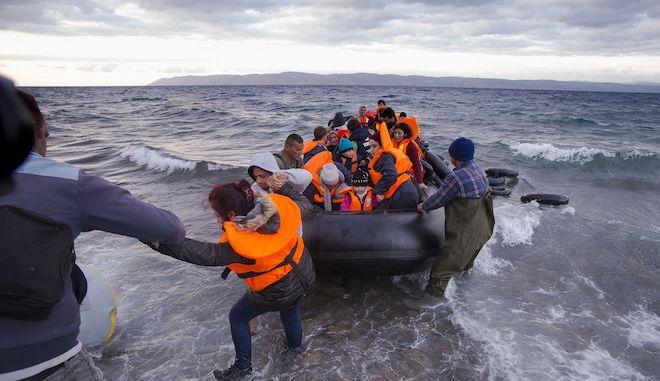 Αιτούντες άσυλο φθάνουν στην Λέσβο