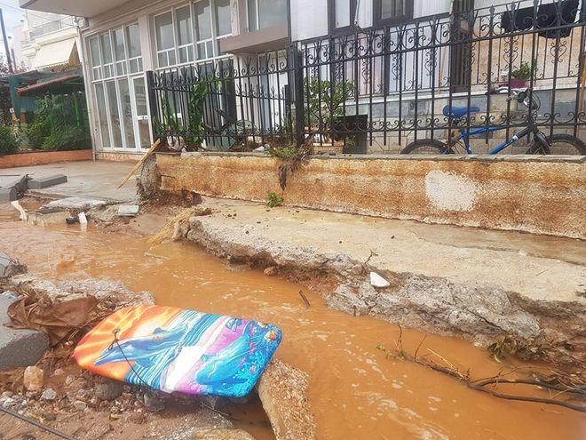 Κακοκαιρία: Χείμαρροι έκλεισαν την Εθνική - Προβλήματα στη Μάνδρα