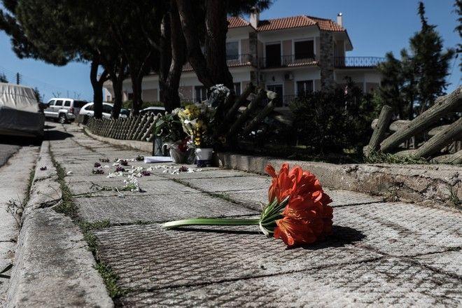 Η επόμενη μέρα στο σημείο της δολοφονίας του Γιώργου Καραϊβάζ