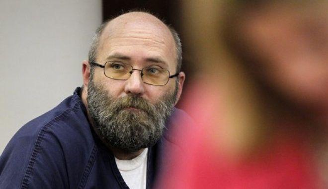 Ιερέας από το Κάνσας καταδικάστηκε για παιδική πορνογραφία