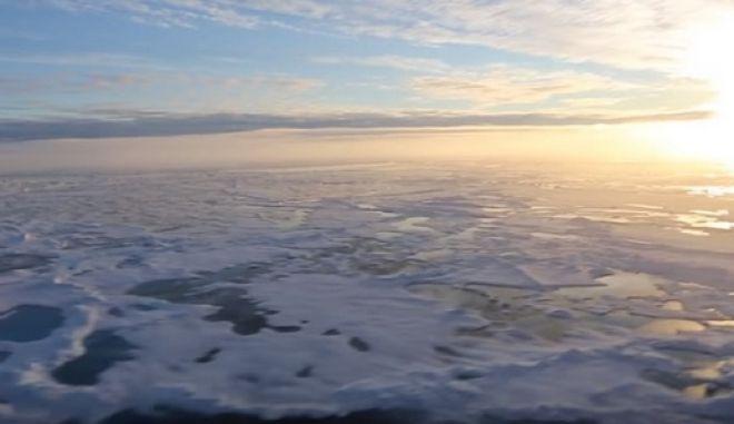 """Πλαστικά απορρίμματα και στην Ανταρκτική: Σακούλες, λάστιχα αυτοκινήτων και τοξικά χημικά """"θαμμένα"""" στο χιόνι"""