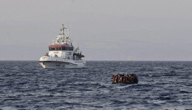 Διάσωση μεταναστών σε παραλία της Λέσβου