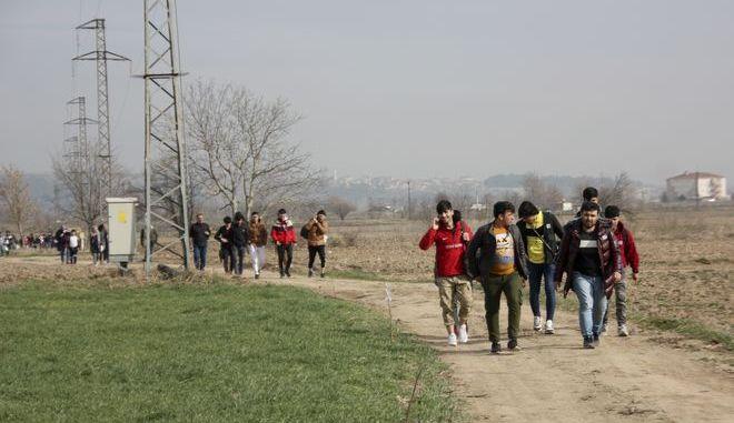 Μετανάστες κοντά στα ελληνοτουρκικά σύνορα