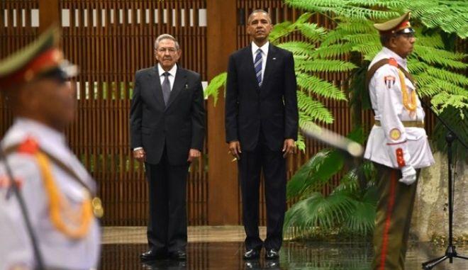 Ομπάμα στην Κούβα: Με συνάντηση με αντικαθεστωτικούς και μπέιζμπολ κλείνει το ταξίδι