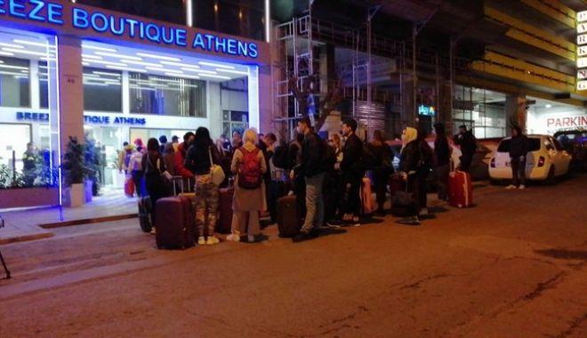 """Επιβαίνοντες του """"Ελ. Βενιζέλος"""" σε ξενοδοχείο της Αθήνας"""