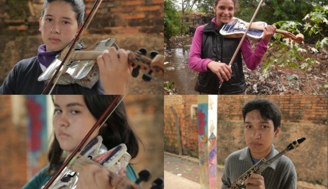 """Η """"ανακυκλωμένη ορχήστρα"""": Τα παιδιά που ζουν στα σκουπίδια και στέλνουν στον κόσμο μουσική"""