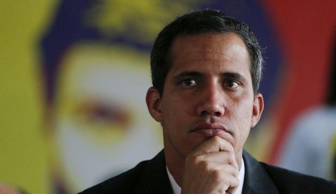 Ο ηγέτης της αντιπολίτευσης της Βενεζουέλας που έχει αυτοανακηρυχθεί πρόεδρος της χώρας, Χουάν Γκουαϊδό σε συνέντευξη Τύπου στο Καράκας