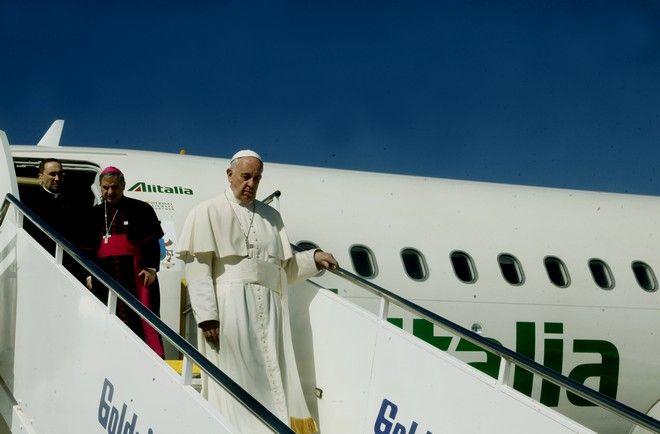 Άφιξη του Πάπα Φραγκίσκου στο αεροδρόμιο της Μυτιλήνης και υποδοχή από τον πρωθυπουργό Αλέξη Τσίπρα,τον Οικουμενικό Πατριάρχη Βαρθολομαίο και τον Αρχιεπίσκοπο Αθηνών και πάσης Ελλάδος Ιερώνυμο,Σάββατο 16 Απριλίου 2016 (EUROKINISSI/(EUROKINISSI/ΧΡΗΣΤΟΣ ΜΠΟΝΗΣ)