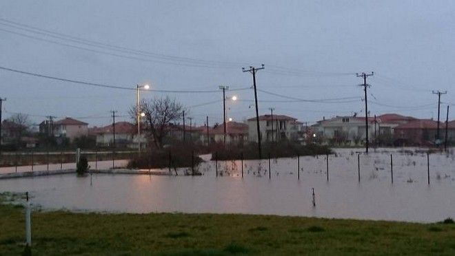 Δύσκολη νύχτα στη Ροδόπη - Πλημμύρες και απεγκλωβισμοί - Κλειστά σχολεία τη Δευτέρα
