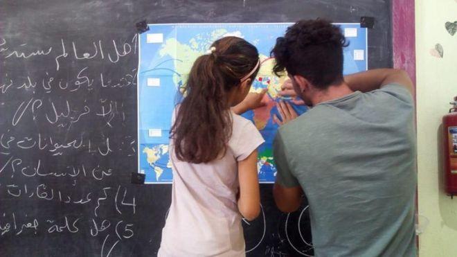 Λέσβος: Φασίστες έκαψαν σχολείο για πρόσφυγες - Μαρτυρία εργαζόμενης