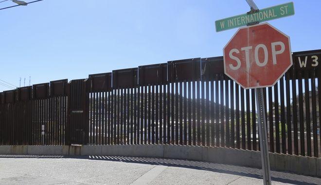 Πινακίδα STOP (AP Photo/Astrid Galvan, File)(AP Photo/Astrid Galvan, File)