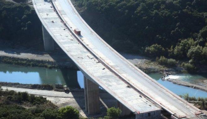 Αεροφωτογραφία του υπουργείου Μεταφορών από την γέφυρα του Ευήνου, ένα από τα έργα κατασκευής της Ιονίας Οδού.  (EUROKINISSI/ΥΠ. ΜΕΤΑΦΟΡΩΝ)