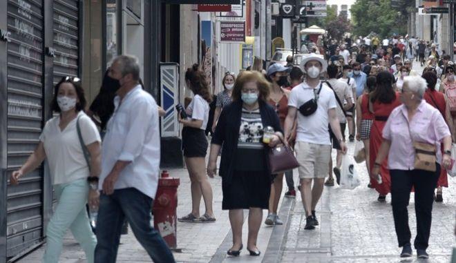 Στιγμιότυπο από το κέντρο της Αθήνας, εν μέσω πανδημίας.