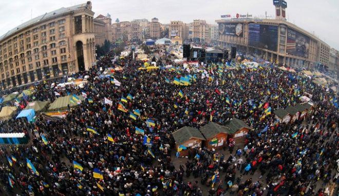 Χάος στην Ουκρανία. Κόντρα Ρωσίας - Δύσης για τις διαδηλώσεις