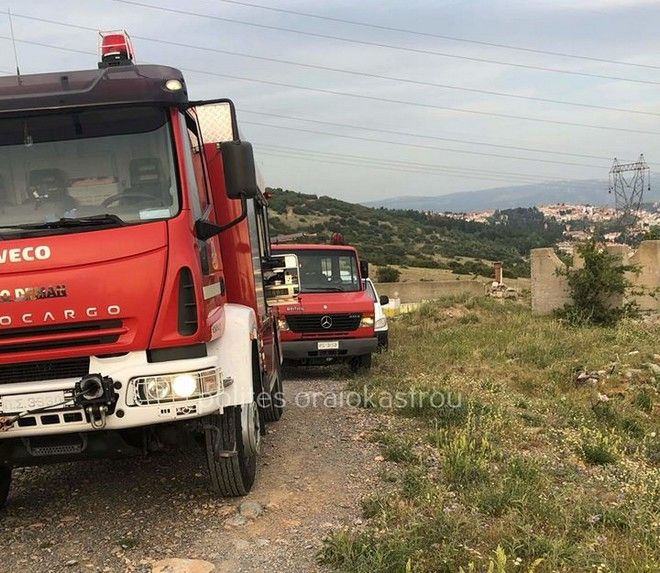 Θεσσαλονίκη: Αυτοκίνητο έπεσε στον γκρεμό - Επιχείρηση απεγκλωβισμού του οδηγού