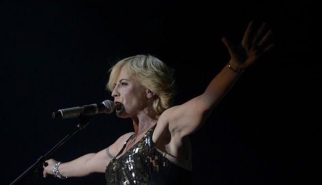 "Dolores O'Riordan of Irish rock group ""The Cranberries""  perfoms at the Sant Jordi Club in Barcelona, Spain, Thursday, Oct. 4, 2012. (AP Photo/Manu Fernandez)"